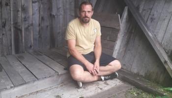 """""""Savvaļa"""" - mākslinieka Andra Eglīša un viņa domubiedru veidota izstāde dabā"""