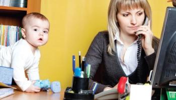 Jauno māmiņu iekļaušanās darba tirgū pēc pandēmijas var būt vēl apgrūtinošāka