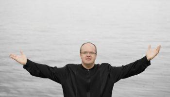 """Bendžamina Britena """"Kara rekviēms"""" Rīgas Domā (2006). Pie diriģenta pults - Māris Sirmais"""