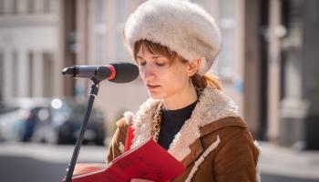 Dzejas lasījumi no Latvijas Radio balkona. Elīna Vendija Rībena