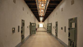 Тюрьмы пустеют: в Латвии насчитали полторы тысячи свободных нар