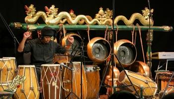 Gamelāns - tradiconālais un mūsdienu, Japānas sjakuhači un Indijas bansuri flauta