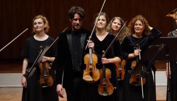 """""""Sinfonietta Rīga"""" un Gūlds, Bēthovens, """"Ceļotāja lūgšana"""", """"Raro"""", Leine un Maršiņina"""