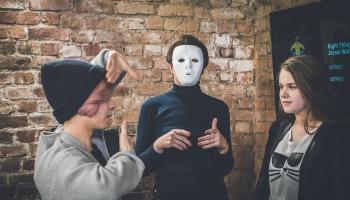 Кто скрывается под маской? Съемочный процесс музыкального видеоклипа