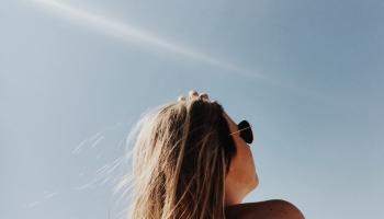 Солнце, лето и водоемы: полезные советы в преддверии наступившей жары