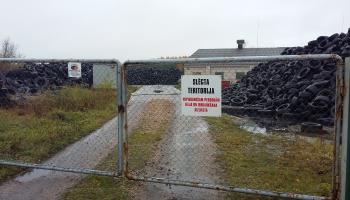 Atkritumu pārstrādes uzņēmums Ozolnieku novadā ar uzkrātajām riepām nav ticis galā
