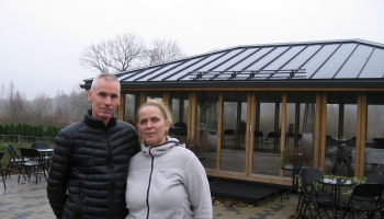 Agnese Bērziņa un Kārlis Smiltnieks Salaspils pagastā audzē 70 dažādas tējas