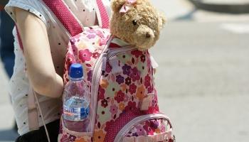 Kā palīdzēt bērnudārzniekiem un skolēniem atsākt skolas gaitas pēc vasaras brīvlaika?