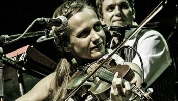 Dubultportretā dzīvesbiedri – mūziķi Kristīne Kārkle-Kalniņa un Marts Kristians Kalniņš
