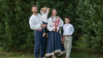 Gaidot Mātes dienu, saruna ar trīs bērnu mammu Andritu Grīnbergu