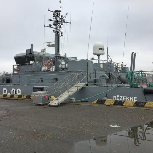 """Reportāža: Viena diena ar karavīru uz Jūras spēku patruļkuģa """"Rēzekne"""""""