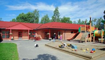 Personāla trūkums pirmsskolas izglītības iestādēs - problēma Rīgā un reģionos