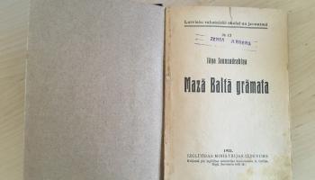 """Īpaša grāmata īpašā plauktā: Inga Pelša un Jaunsudrabiņa """"Mazā Baltā grāmata"""""""