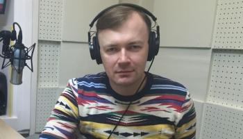 Savu dzeju lasa Latvijas Literatūras gada balvas laureāts Kārlis Vērdiņš