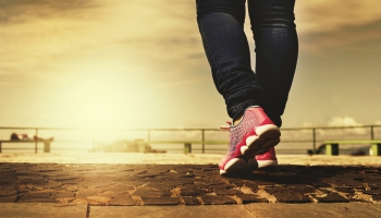 Latvijas Tautas sporta asociācija aicina: nūjo, staigā, skrien