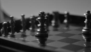 Bandinieks no E2 uz E4... Šahs un mats