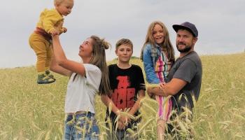 Семья Данилиных в Резекненском крае строит резиденцию гречки