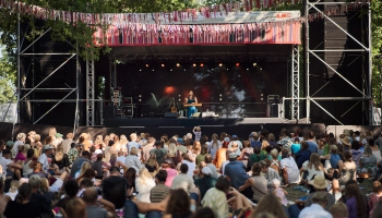 Ieskats 2021. gada Vīlandes Tautas mūzikas festivālā - sarunas un mūzika