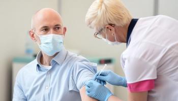 Pavļuts: Eiropas rādītājus vakcinācijas aptveres ziņā Latvijai vajadzētu sasniegt vasarā