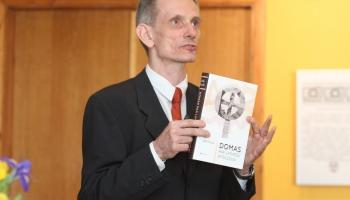 Aldis Pūtelis monogrāfijā pēta latvisko dievu meklējumu ceļus vēsturē
