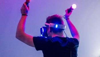 Virtuālās realitātes iespējas, izaicinājumi un nākotnes trendi