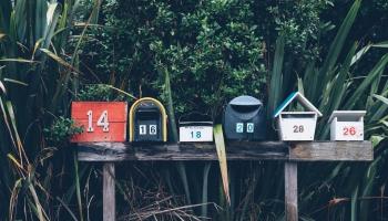 Сервисы по доставке посылок сегодня работают медленно, но верно