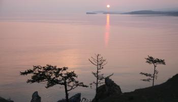 Байкал. Зимой и летом разным цветом