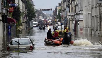 """Auto """"slīkoņi"""" pēc lielajiem Eiropas plūdiem pārņem tirgus laukumus"""