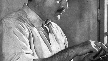 """4. marts. Ernests Hemingvejs pabeidz rakstīt stāstu """"Sirmgalvis un jūra"""""""