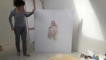 """Izstāde """"Gals. Sākums. Turpinājums"""". Trūkst viena darba - Ievas Jurjānes pašportreta"""