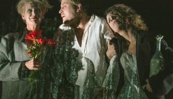 """""""Ezeriņš"""" Nacionālajā teātrī (2014) - šarmantās un godalgotās šausmas"""