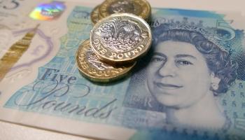 15. februāris. Decimāldiena Anglijā - pāreja uz decimalizētu sterliņu mārciņu