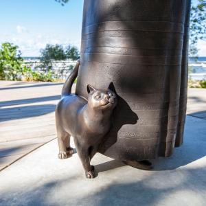 """Aspazijas mājas vadītāja Ārija Vanaga un ekspedīcija """"Kaķiem pa pēdām"""""""