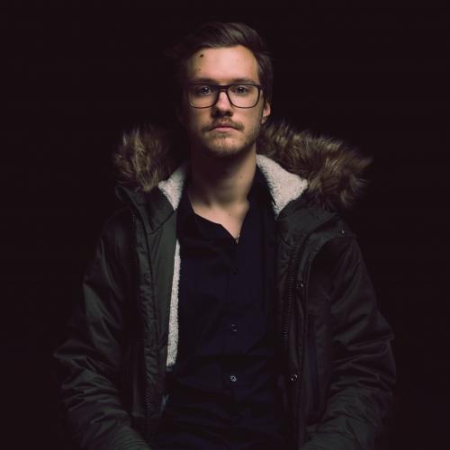 """Mūziķis Rihards Bērziņš gatavojas debijas albumam un izdod dziesmu """"Meitene pilsētā"""""""