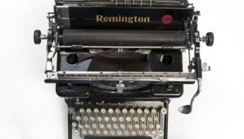 """Rakstniecības un mūzikas muzejā būs satāma izstāde """"Es, rakstāmmašīna"""""""