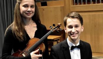 Madara Liepiņa (vijole) un Daumants Liepiņš (klavieres) Baha kamermūzikas festivālā