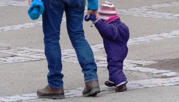 Aizspriedumi un profesijas prestižs: aspekti, kāpēc vīrieši neizvēlas strādāt bērnudārzā