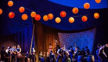 """Žorža Bizē opera """"Karmena"""" Čikāgas Liriskajā operā. Pie diriģenta pults - Ainārs Rubiķis"""