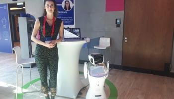 Nīderlandes kompānija radījusi robotu demences slimnieku aprūpei