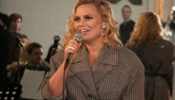 Dziedātāja Linda Leen