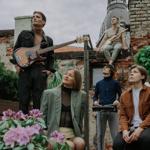 Grupa Sudden Lights kopā ar dziedātāju ANNNA izdod attālināti radītu dziesmu