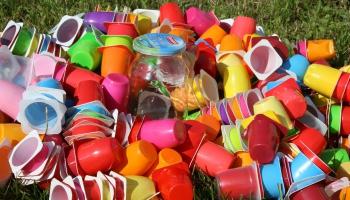 Eksperte: Ja slinkums skalot tukšos traukus, labāk atkritumus nešķirot