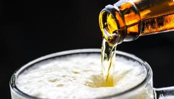 Alkohola tirdzniecība internetā atļauta tikai starp juridisku personu un fizisku personu