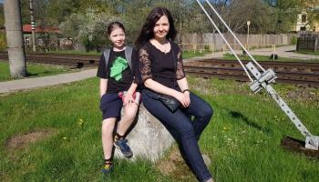 Kad astotnieks sastop bezgalību. Mīklas min rakstniece Lilija Berzinska kopā ar meitu