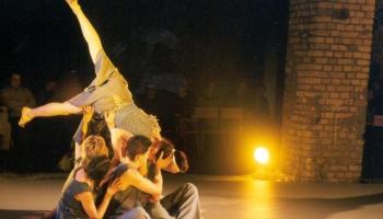 Vai zini, kura izrāde bija sākumpunkts profesionālajam laikmetīgās dejas žanram Latvijā?
