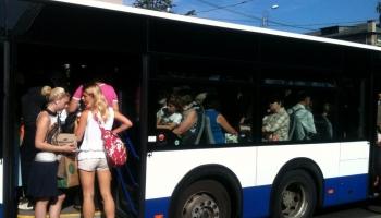 Latvijas kolorīts: Izkāpšana no autobusa