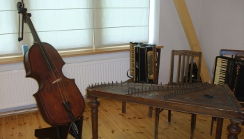 Ates muzejs: pagasta ļaužu darināti darbarīki un pašgatavoti mūzikas instrumenti