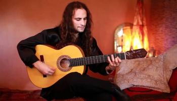 """Amirs Džons Hadads (Vācija/Spānija) albumā """"9 Guitarras"""" (2013)"""
