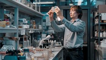 Latviešu pētnieki vizualizējuši 3D struktūrattēlu baktēriju šūnas daļai – mikronodalījumam