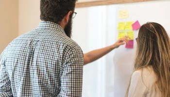 Iepazīstinām ar profesionālās kompetences pilnveides programmu pedagogiem